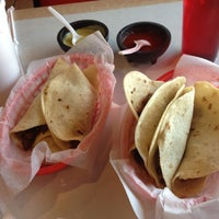 Foto tirada no(a) Laredo Taqueria por El G. em 8/27/2012