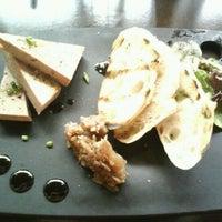 Photo prise au Le Grand Bistro & Oyster Bar par Rebecca P. le3/17/2012