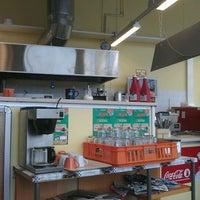 3/11/2012にHerkko V.がMega Pizza & Kebabで撮った写真