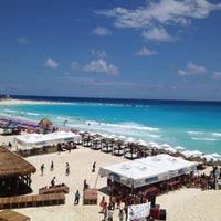 Das Foto wurde bei Forum Beach Club von J am 4/28/2012 aufgenommen