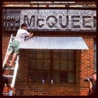 Das Foto wurde bei Melrose & McQueen Salon von Kyle V. am 8/18/2012 aufgenommen