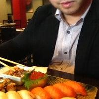 Foto tirada no(a) Sushi X por Tim B. em 2/16/2012