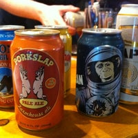 Foto tomada en Growler Station  por Mike S. el 6/9/2012
