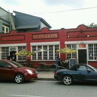 Foto scattata a Rudyard's British Pub da Joel B. il 5/25/2012