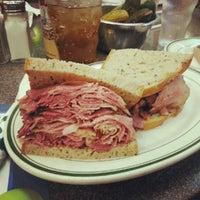Das Foto wurde bei Ben's Kosher Delicatessen von Elliott K. am 7/13/2012 aufgenommen