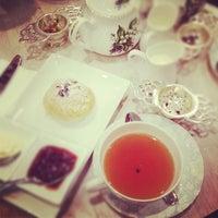 3/15/2012 tarihinde 冰冰ziyaretçi tarafından Tea Salon - The Victoria Room'de çekilen fotoğraf