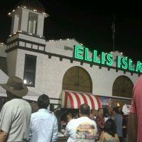 Foto diambil di Ellis Island Casino & Brewery oleh Kristopher R. pada 5/20/2012