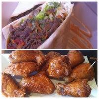 6/14/2012 tarihinde Gina T.ziyaretçi tarafından BonChon Chicken'de çekilen fotoğraf