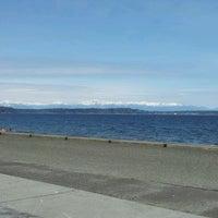 Foto scattata a Alki Beach Path da Jenny B. il 4/8/2012