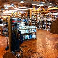 Foto scattata a Elliott Bay Book Company da Grace il 5/26/2012