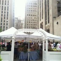 Снимок сделан в Rockefeller Center Farmers Market пользователем Noah S. 8/22/2012