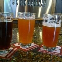 Foto tomada en Bootstrap Brewing por Ashley S. el 8/16/2012