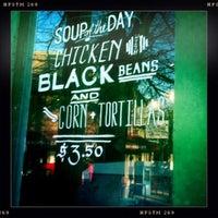Foto scattata a Green Line Cafe da Karen H. il 2/28/2012