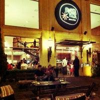 Foto diambil di Famosa Pizza oleh Pablo V. pada 5/20/2012