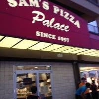Das Foto wurde bei Sam's Pizza Palace von Michele F. am 6/10/2012 aufgenommen