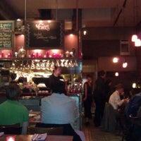 Foto tomada en Venus Restaurant por Katrina C. el 3/10/2012