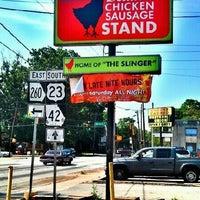 Foto tomada en Delia's Chicken Sausage Stand por Brandon L. el 5/24/2012