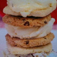 Foto diambil di Shortnin Bread oleh Regina J. pada 4/28/2012
