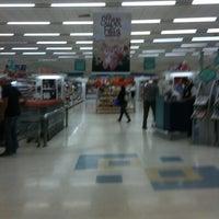 Foto tirada no(a) Supermercado Angeloni por fernando d. em 4/9/2012