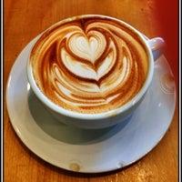 Снимок сделан в Metropolis Coffee Company пользователем Neil G. 5/13/2012