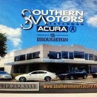 Photo prise au Southern Motors Acura par GaySavannah O. le4/9/2012