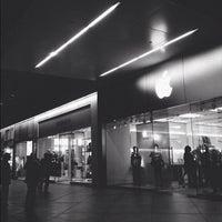 9/2/2012에 Josiah F.님이 Apple Century City에서 찍은 사진
