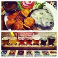 Foto tirada no(a) The Cannon Brew Pub por Lara Beth J. em 5/19/2012