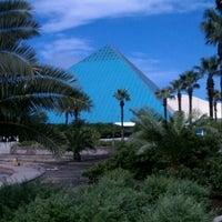 Das Foto wurde bei Moody Gardens von Robert E. am 5/12/2012 aufgenommen
