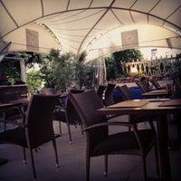 Das Foto wurde bei Castle Grill von Melamory am 6/18/2012 aufgenommen