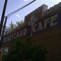Foto tomada en Heartland Café por Akos A. el 4/9/2012