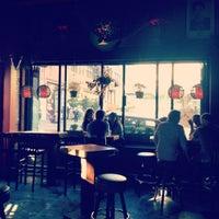 รูปภาพถ่ายที่ Lush Lounge โดย Nghia L. เมื่อ 6/25/2012