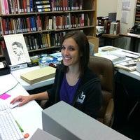 Foto tomada en W.R. Poage Legislative Library por Mary G. el 9/4/2012