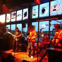 Foto tomada en Gas Lamp por Your Downtown Gal el 6/11/2012