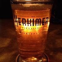 2/19/2012 tarihinde Trevor N.ziyaretçi tarafından The Herkimer Pub & Brewery'de çekilen fotoğraf