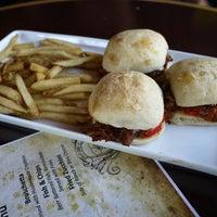 Снимок сделан в DiMille's Italian Restaurant пользователем John D. 8/12/2012