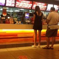 Foto tirada no(a) McDonald's / McCafé por Shearn S. em 3/11/2012