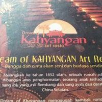 Photo prise au Kahyangan Art Resto par Min T. le8/26/2012