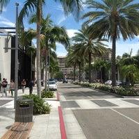 Снимок сделан в Streets of Beverly Hills пользователем Haluk Y. 7/18/2012