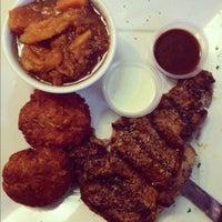 Foto tomada en Pearl Restaurant and Lounge por Alecia R. el 6/3/2012