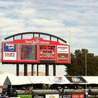 Photo prise au Sam Boyd Stadium par Raissa Q. le2/11/2012