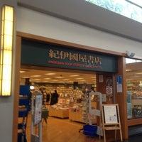 Foto scattata a Kinokuniya Bookstore da Shuji A. il 8/29/2012