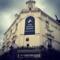 Das Foto wurde bei The White Horse von Andrew C. am 7/13/2012 aufgenommen