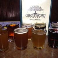 8/17/2012 tarihinde Jeffziyaretçi tarafından Arbor Brewing Company'de çekilen fotoğraf
