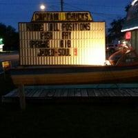Foto tomada en Captain Chuck's Sandbar & Grill por Dave R. el 9/8/2012
