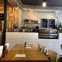 รูปภาพถ่ายที่ Coutume Café โดย ChefThomas เมื่อ 5/5/2012