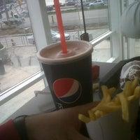 รูปภาพถ่ายที่ Burger King โดย Nico G. เมื่อ 9/7/2012