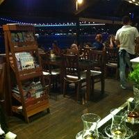 Das Foto wurde bei Taş Kahve Cafe & Restaurant von Taş Kahve E. am 7/28/2012 aufgenommen