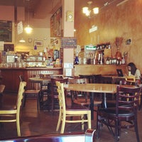 Снимок сделан в Cafe La Boheme пользователем Ros H. 5/23/2012