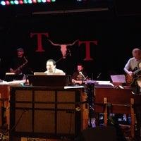 Das Foto wurde bei Tractor Tavern von FunkCaptMax am 3/15/2012 aufgenommen