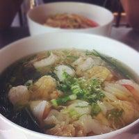 Снимок сделан в J.Wok пользователем Clement N. 8/11/2012